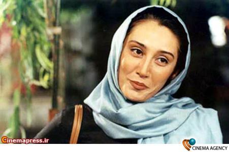 هدیه تهرانی در نمایی از فیلم دنیا به کارگردانی منوچهر مصیری
