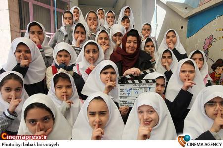 نمایی از پشت صحنه فیلم سینمایی «هیس دختران فریاد نمی زنند» به کارگردانی پوران درخشنده