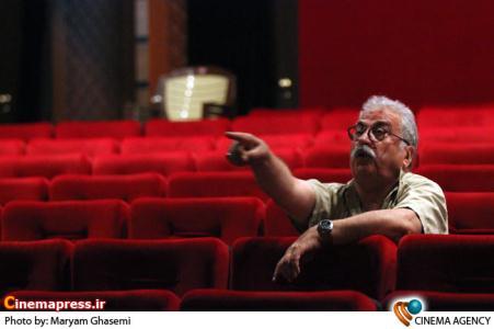 هادی مرزبان کارگردان تئاتر«شب روی سنگفرش خیس»