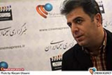 عباس سجادی در غرفه خبرگزاری سینمای ایران در هفدهمین نمایشگاه و جشنواره مطبوعات و خبرگزاری ها