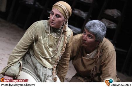 فاطمه معتمدآریا و احمد ساعتچیان در تئاتر نامه هایی به تب به کارگردانی سیامک احصایی
