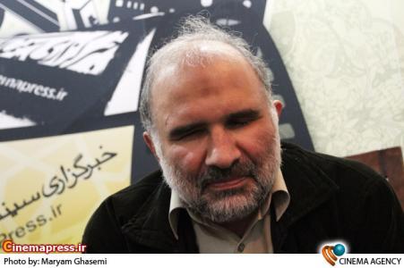 علیرضا سربخش در غرفه خبرگزاری سینما ایران در هجدهین نمایشگاه مطبوعات