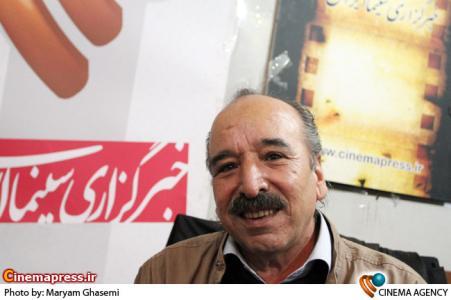 اسماعیل سلطانیان در غرفه خبرگزاری سینما ایران در هجدهین نمایشگاه مطبوعات