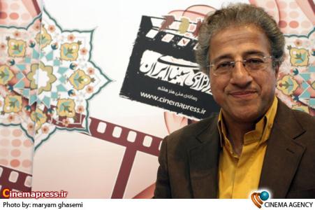 علیرضا خمسه درغرفه خبرگزاری سینمای ایران در نوزدهمین نمایشگاه مطبوعات